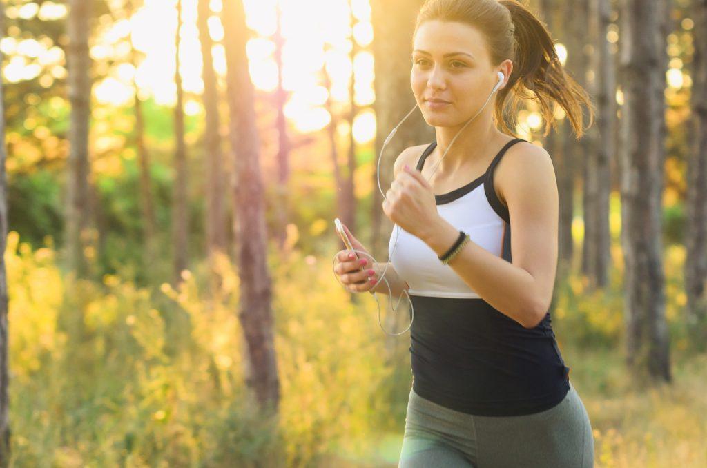 Sporta ārsts iesaka skriet vismaz trīs reizes nedēļā.